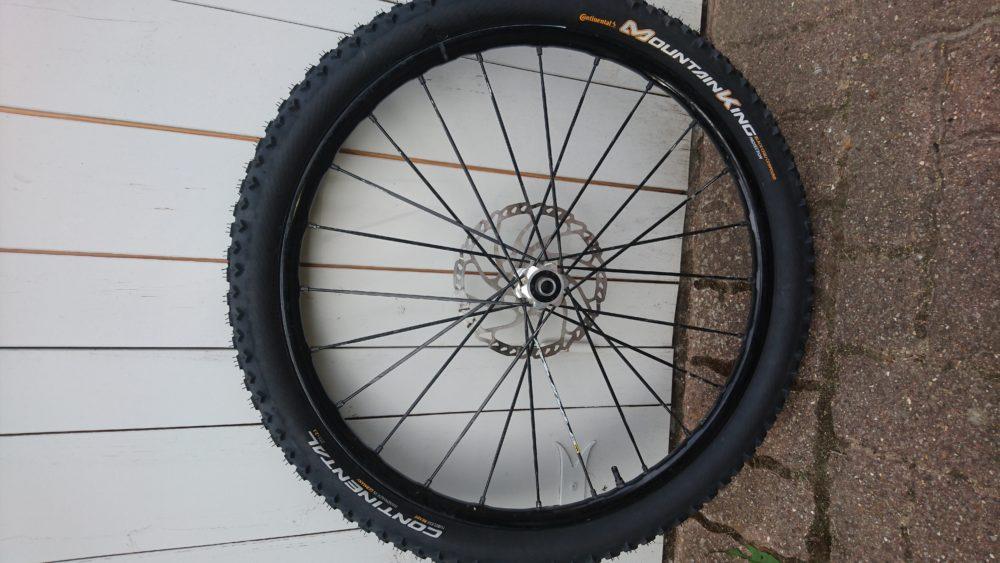 comment changer monter un pneu tubeless ready tuto vtt coach. Black Bedroom Furniture Sets. Home Design Ideas